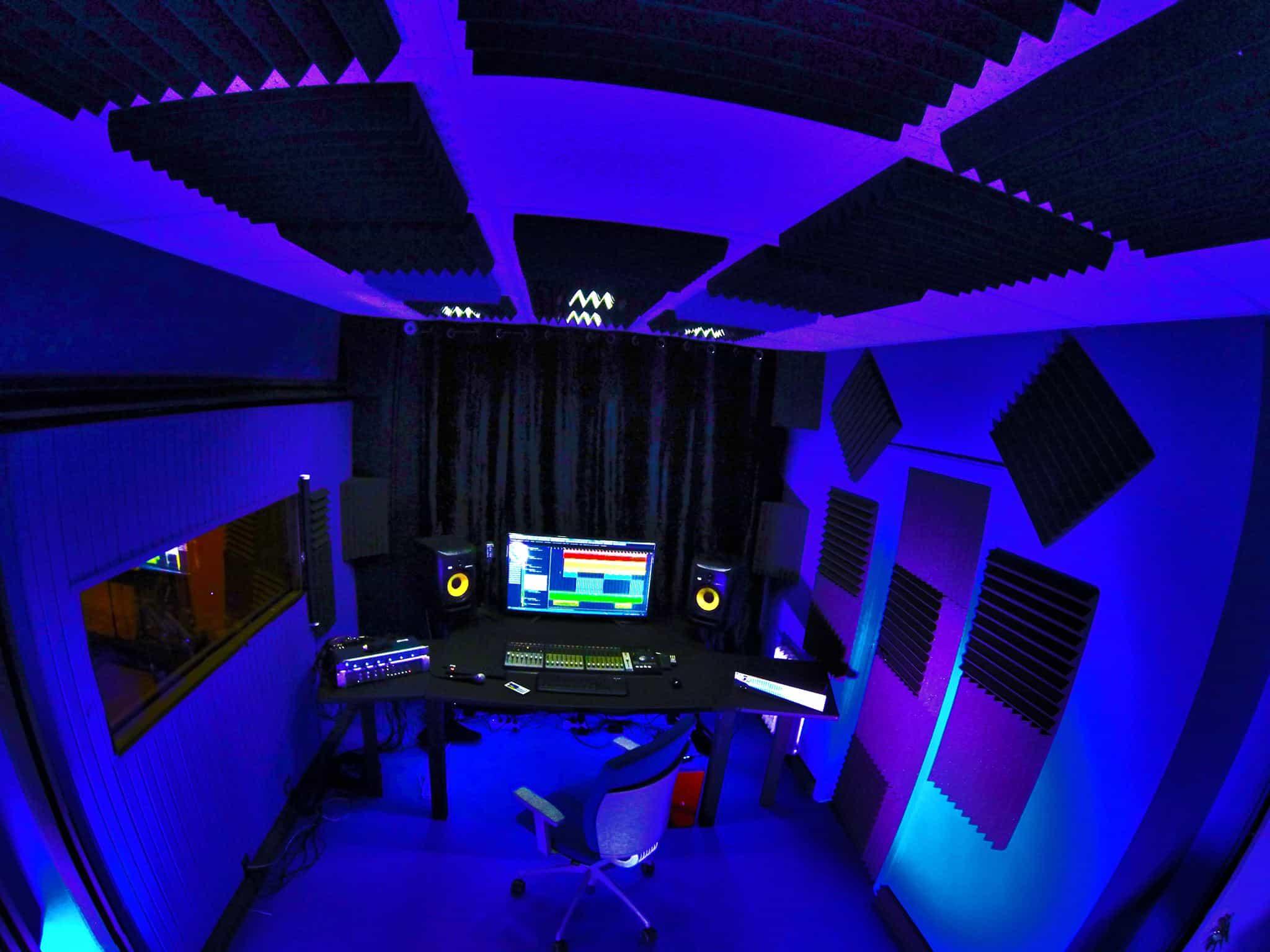 Cos 39 uno studio di registrazione ground lift recording studio bombagi - Studio di registrazione in casa ...