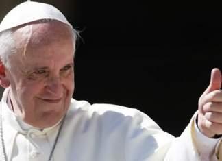 Bambina morde Papa Francesco
