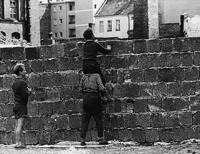 oltre quel muro
