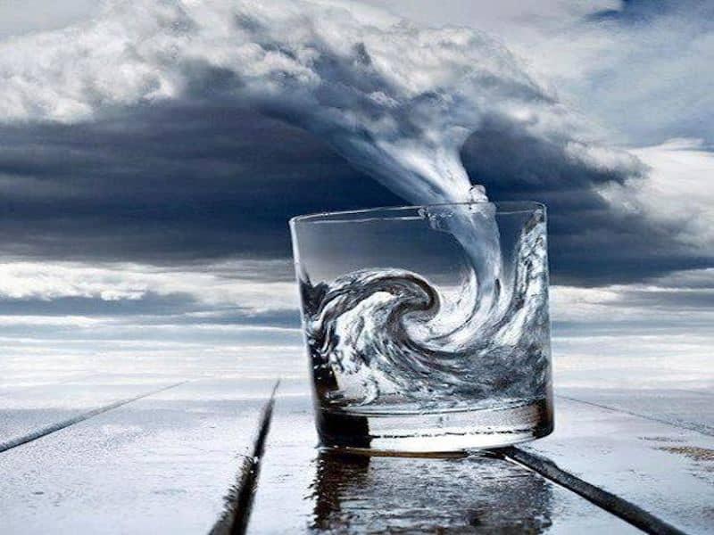 Risultati immagini per immagine  bicchiere mezzo pieno