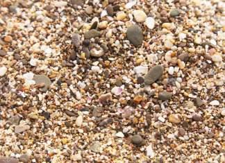 41070941-Sabbia-e-pietre-ciottoli-Estate-spiaggia-sfondo-Archivio-Fotografico