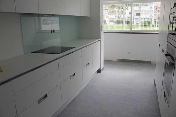 Rivestimento decorativo il microcemento bombagiu - Cocinas de microcemento ...