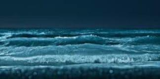 La luna sul mare