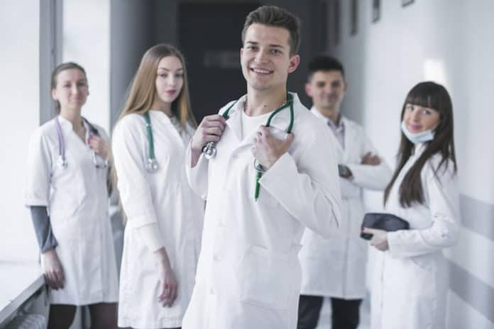 come scegliere dentista di fiducia