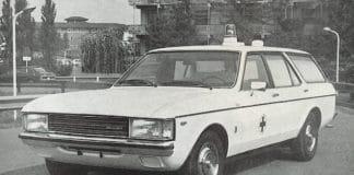 Ambulanza Ford Granada sinistrata