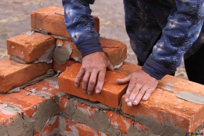 serve un muratore
